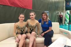 Nadia Jasińska i Maja Mickiewicz z trenerką Natalią Piróg