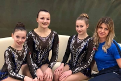 Kasia Pszczółkowska, Karolina Kawalec, Julia Rybicka z trenerką Natalią Piróg